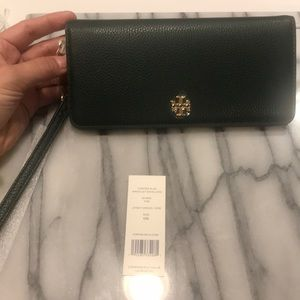 👜 Tory Burch Carter Slim Wristlet Envelope Wallet